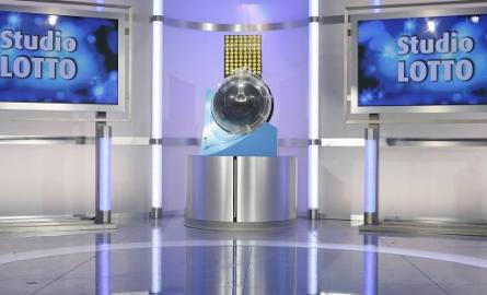 Losowanie Lotto 23.08.2016 - WYNIKI LOSOWANIA. Losowanie na żywo o godzinie 21.40 w TVP Info. Wyniki Lotto również online na naszej stronie internetowej.