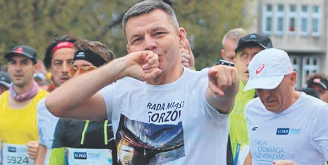 Robert Surowiec zaczynał od przebieżek, a dziś zalicza maratony. To jeden z najbardziej znanych w Gorzowie biegaczy amatorów. Gdy nie ma czasu na długi