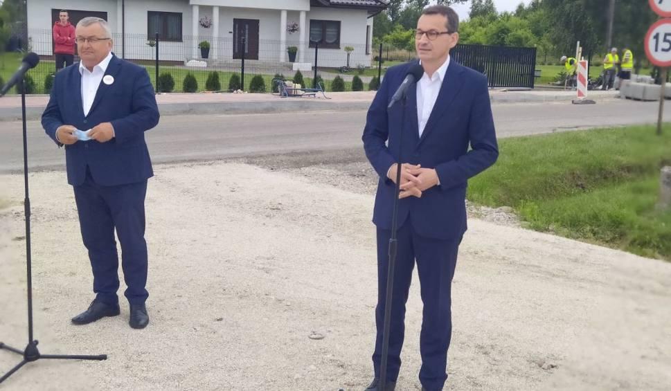 Film do artykułu: Szydłowiec. Premier Morawiecki i minister Adamczyk odwiedzili miasto. Mówili o inwestycjach i Funduszu Dróg Samorządowych