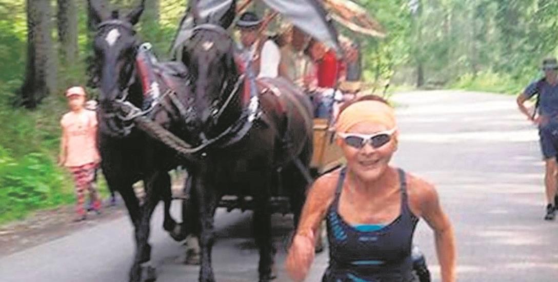 Barbara Prymakowska biega i jeździ na rolkach, bo nie chce spędzać czasu, oglądając świat zza okna swojego mieszkania. Tutaj: na drodze do Morskiego