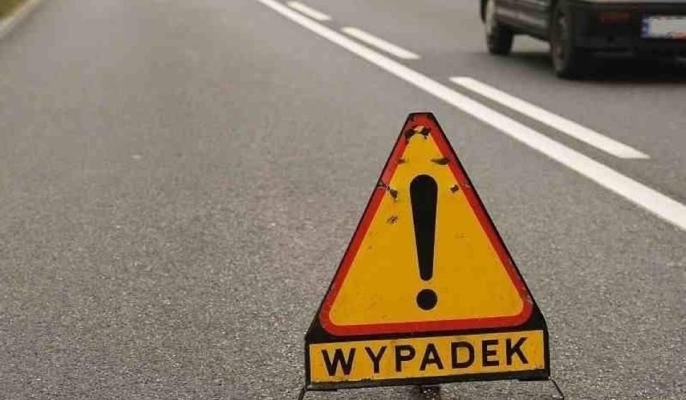 Film do artykułu: Wypadek w Piasecznie w gm. Gniew! 17.05.2021 r. Dwie osoby doznały obrażeń. Droga była zablokowana