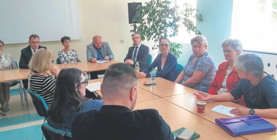 Pracownicy DPS w Gościnie: mamy problem, ale starosta nie chce nam pomóc