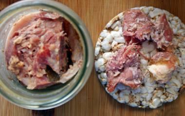 Domowy pieczony karczek lub szynka ze słoika.