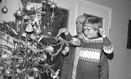 Dawniej święta Bożego Narodzenia kojarzyły się nam z zapachem prawdziwego drzewa, pomarańczy i polędwicy. Było skromnie, ale pięknie.