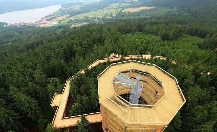 e991caec75c51e Oferuje wspaniałe widoki na piękną, szumawską przyrodę, Jezioro Lipeńskie i  Góry Novohradskie. Długość trasy wynosi 675 metrów, po drodze znajdziemy  tablice ...