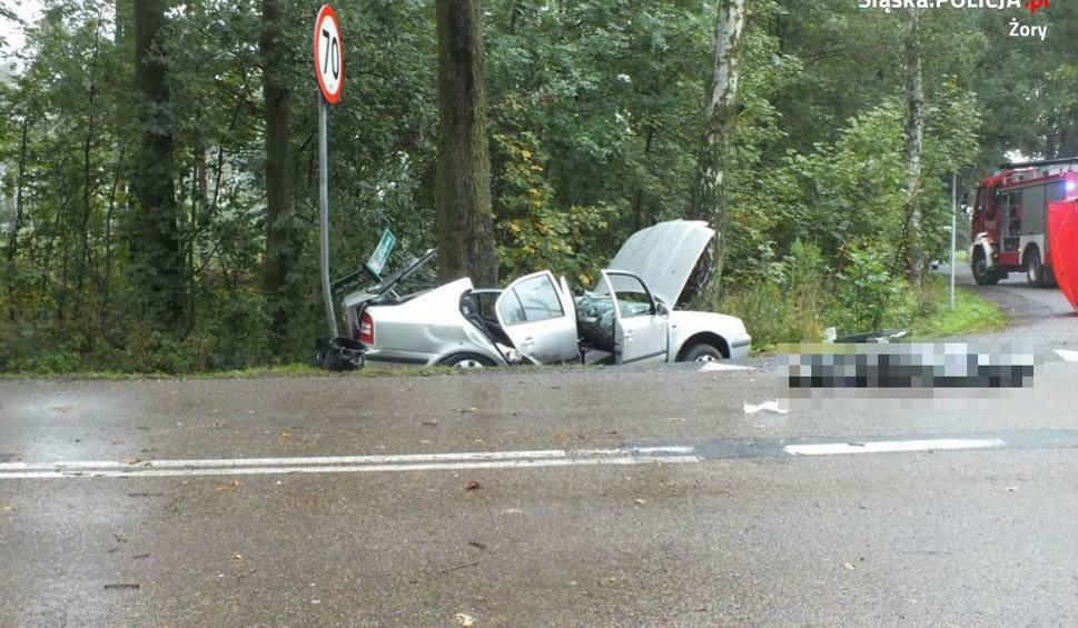 Film do artykułu: Tragiczny wypadek w Żorach: Nie żyje pasażerka skody, kierująca w stanie ciężkim ZDJĘCIA