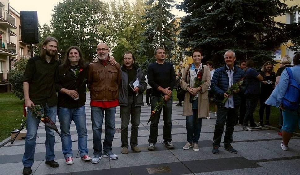 Film do artykułu: Aleja Bluesa ma nowe tabliczki. Zagrali Gęsia Skórka Blues Band i Śląska Grupa Bluesowa (zdjęcia)