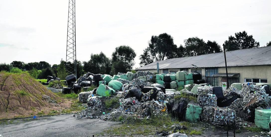 Odpady zwożono tu od 2 do 16 maja bez zezwolenia składowania odpadów z zagranicy. Śledczy sprawdzają czy doszło do przestępstwa