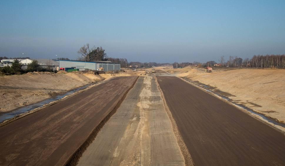 Film do artykułu: Budowa S14. Zobacz, jak postępują prace. Jest szansa, że za dwa lata Łódź będzie miała zachodnią obwodnicę. Połączy S8 z A1 ZDJĘCIA, FILM