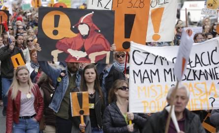 Decyzja w sprawie wznowienia strajku miała zostać ogłoszona w poniedziałek, 16 września. ZNP przedłużył jednak konsultacje ze szkołami w sprawie protestów.