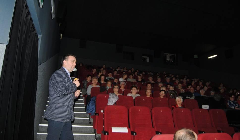 """Film do artykułu: We Włoszczowie wystartował projekt """"Kino Kobieta"""" (ZDJĘCIA)"""