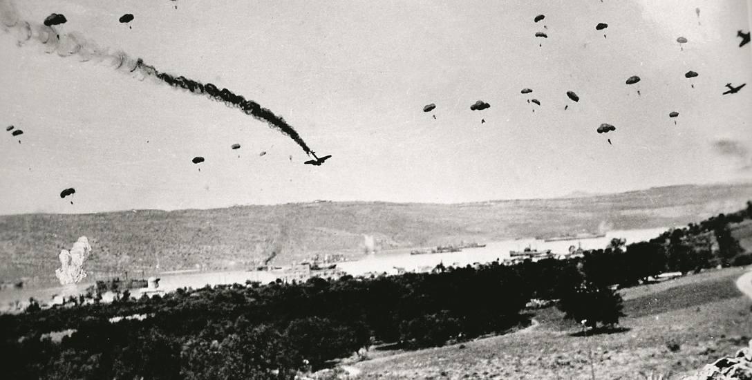 Niemieccy spadochroniarze podczas desantu na Kretę. Rok 1941