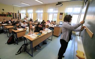 Reforma zakłada, że zmieni się nie tylko struktura szkół, ale też podstawa programowa i liczba godzin przeznaczonych na poszczególne przedmioty