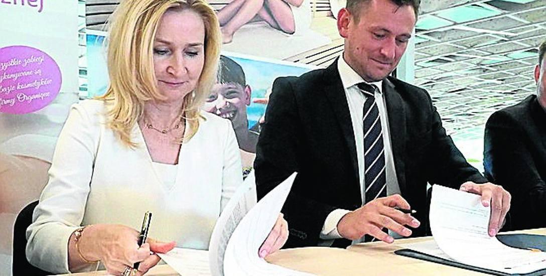 Umowę podpisała wczoraj Monika Tkaczyk, prezes ZOS, i wicemarszałek województwa Tomasz Sobieraj