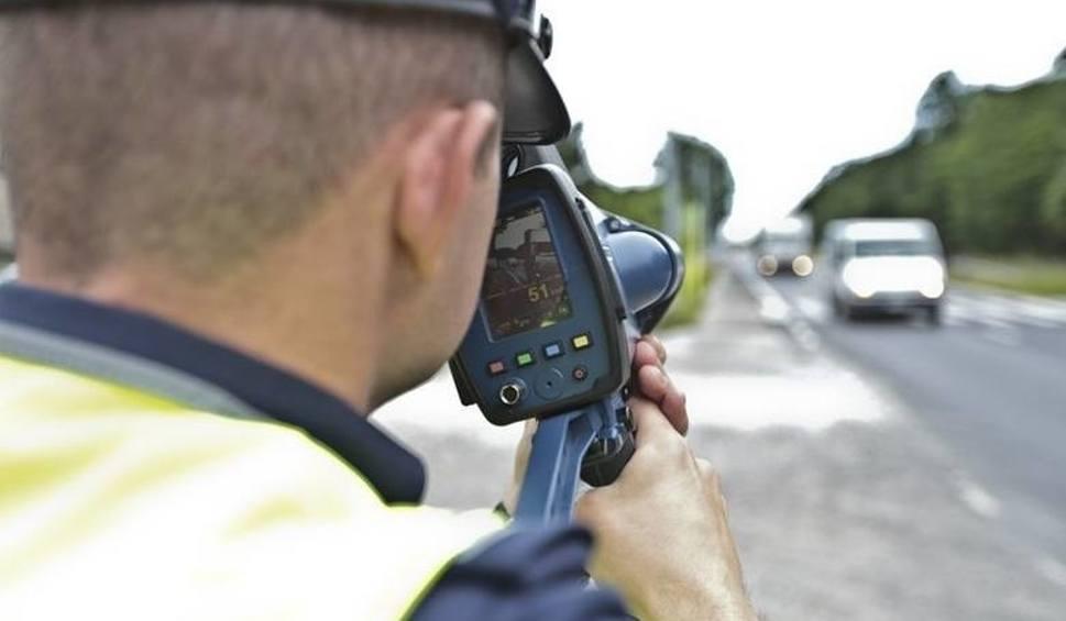 Film do artykułu: Młody kierowca z Nowej Soli po raz drugi stracił prawo jazdy za zbyt szybką jazdę. Zatrzymali je policjanci z krośnieńskiej drogówki