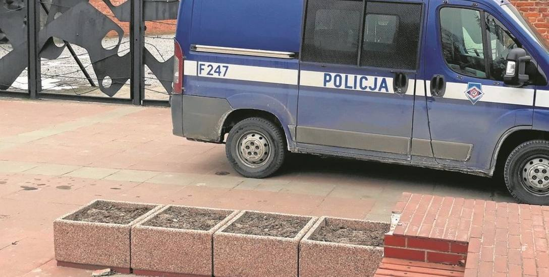 Granaty   w muzeum!. Na Radogoszcz przyjechali policyjni pirotechnicy