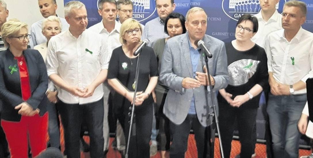 Minister Szyszko pozwala na mordowanie puszczy - uważa Grzegorz Schetyna, szef PO. Wczoraj był w Białowieży.