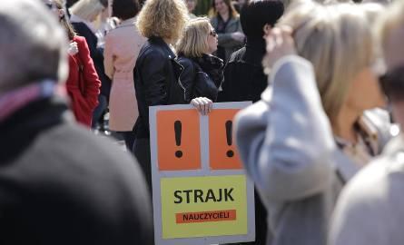 Wrocław będzie musiał się dorzucić do podwyżek dla nauczycieli? Kilka milionów złotych tylko w tym roku