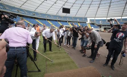Na Stadionie Śląskim rozpoczął się montaż murawy