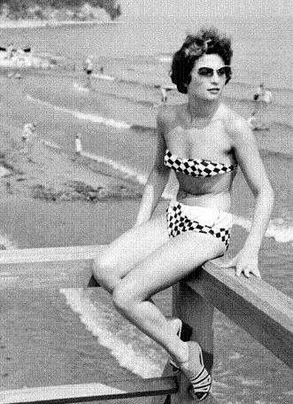 Bikini dużo szybciej przyjęło się w Europie niż w USA. Dotarło nawet do PRL