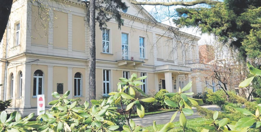 W dawnej willi Oskara Kona mieści się dziś rektorat łódzkiej Szkoły Filmowej.