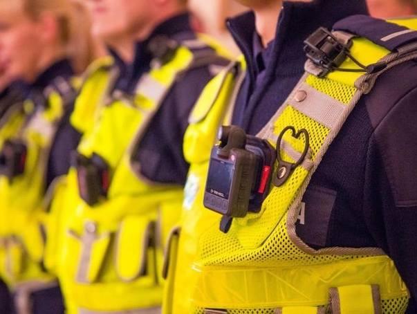 Kamery na mundurach policjantów