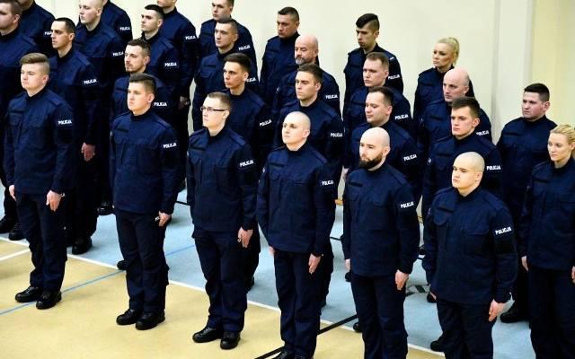 47f846696d3b02 Podlaska policja przyjęła 40 nowych funkcjonariuszy. Złożyli uroczyste  ślubowanie (zdjęcia)