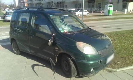 Kolejny wypadek na przejściu dla pieszych przez Żeromskiego w Białymstoku. Kierowca omijał auto, które przepuszczało mężczyznę