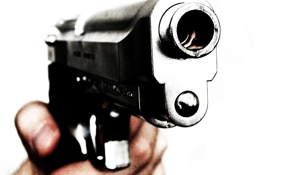 Film do artykułu: Strzelanina w Sokółce. Policjant strzelał do kierowcy, który próbował go przejechać
