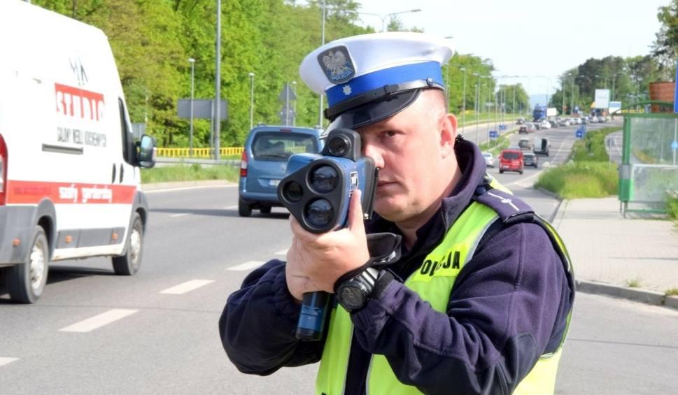 Film do artykułu: Zmiany w przepisach drogowych od 1 czerwca. Nowe przywileje dla pieszych, ale i obowiązki