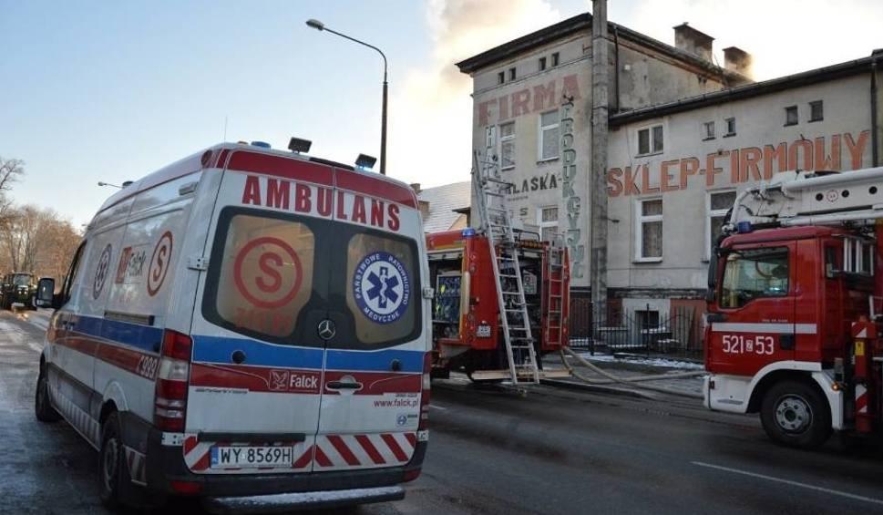 Film do artykułu:  Dramat na ul. Gdańskiej w Sławnie.  Pożar wybuchł w piątek rano [18.01]. 6 osób rannych - w tym 3 dzieci. Jedna osoba poparzona [ZDJĘCIA]