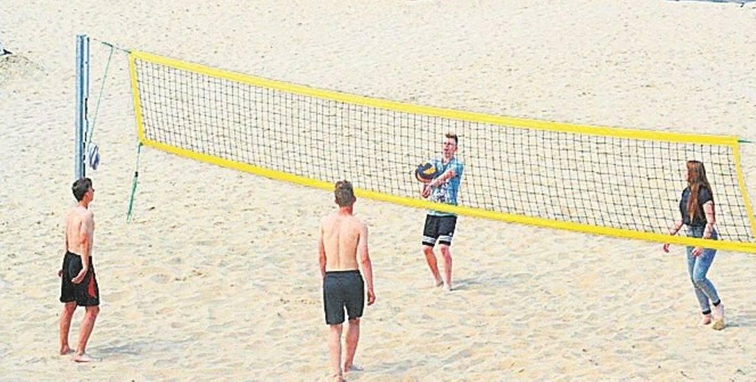 Duże boisko do piłki plażowej ma stać się w przyszłości uniwersalne i być - jak planuje wójt - czasem plażą a czasem boiskiem.