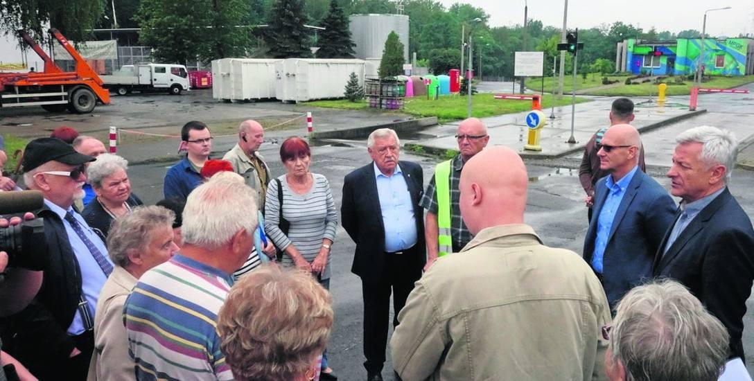 Wczoraj mieszkańcy Dąbrówki Małej i Milowic ponownie spotkali się pod bramę MPGK
