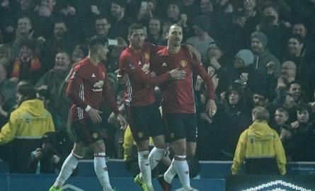 35-letni Zlatan Ibrahimović (z prawej) nadal zadziwia skutecznością. W meczu z Southampton zdobył dwa gole