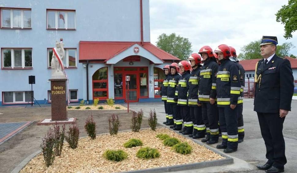 Film do artykułu: Strażacy świętowali w Starachowicach. Mają figurę świętego Floriana i sztandar