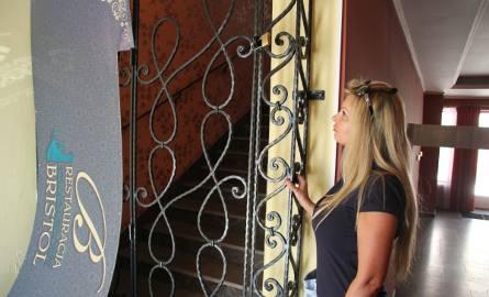 Współwłaścicielka Bristolu i Marta Kisiel twierdzi, że mężczyzna, który wynajmował u n niej lokal zamknął go teraz na klucz i kobieta nie może się dostać