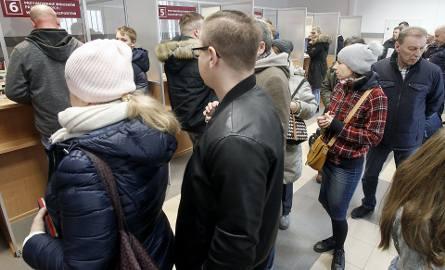 W wydziale paszportowym w Łodzi tworza się długie kolejki