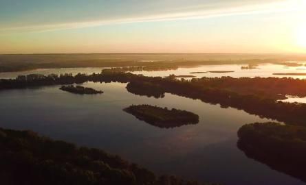 Niesamowity wschód słońca i poranek nad Stawami Milickimi [ZOBACZ FILM Z DRONA]
