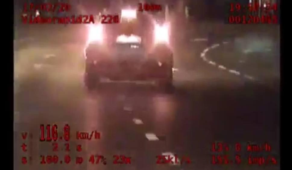 """Film do artykułu: Białystok. Grupa """"Speed"""" zatrzymała pirata drogowego. Przez centrum miasta pędził prawie 120 km/h [ZDJĘCIE, WIDEO]"""