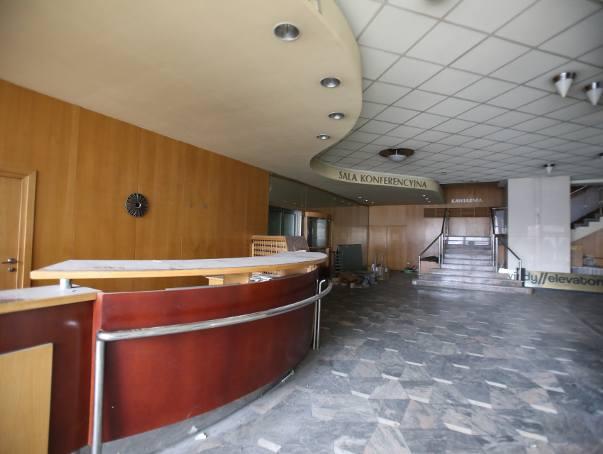 Hotel Silesia w centrum Katowic czeka na wyburzenie. Tak dziś wygląda architektoniczna perła PRL-u