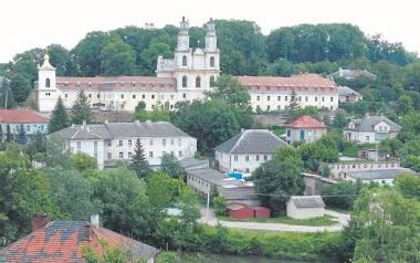 Buczacz, miasto w dawnym województwie tarnopolskim. Prababcia autora pochodzi z wioski Mazury niedaleko tego miasta