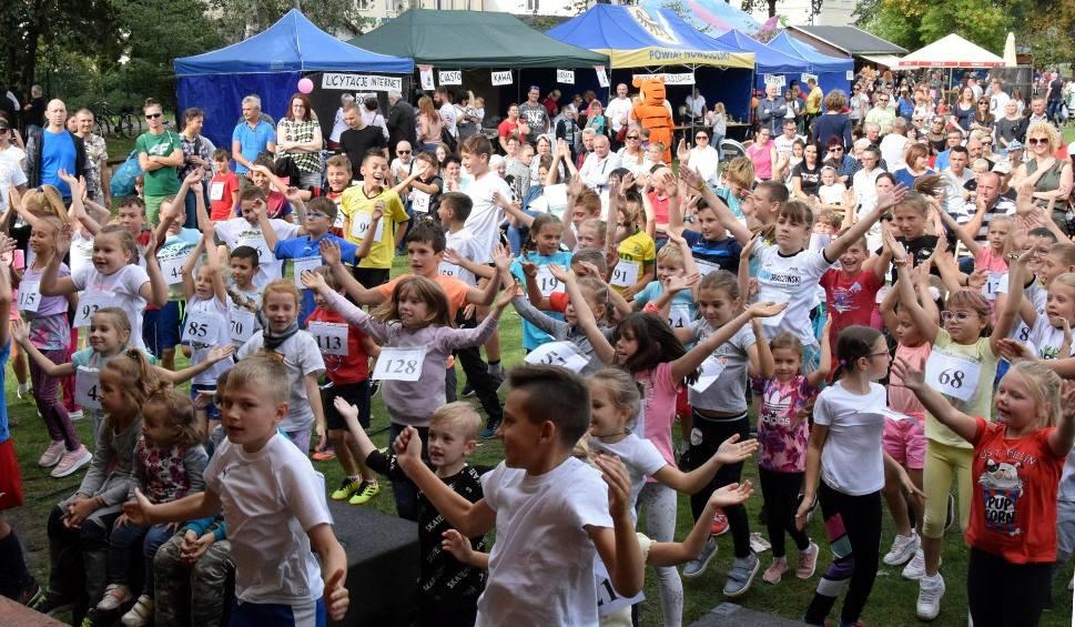Film do artykułu: NOWA SÓL. III Charytatywny Bieg dla Dzieci o Puchar Starosty Nowosolskiego odbył się w ramach Koncertu Charytatywnego Nowosolskiej Paczki