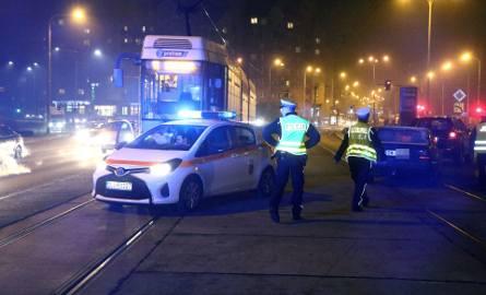 Wypadek przy mostach Warszawskich. Nie jeżdżą tramwaje (ZDJĘCIA)