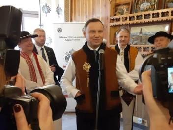 Zakopane. Prezydent Andrzej Duda dostał góralski serdak [ZDJĘCIA]