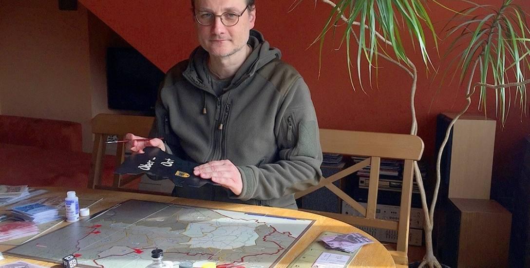 Grzegorz Buźniak podczas pracy nad swoją kolejną grą, której tematem są pierwsze lata II RP