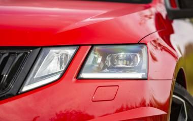 Jak używać świateł? Producenci starają się pomóc kierowcom