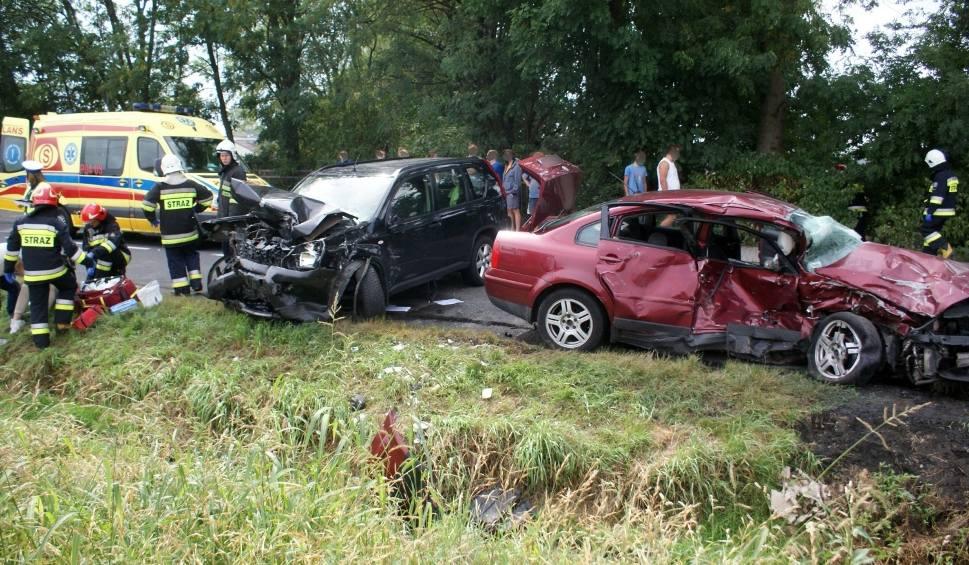 Film do artykułu: Pawłówko: Wypadek na drodze pomiędzy Kaliszem a Wrześnią - trzy osoby zostały ranne [ZDJĘCIA]