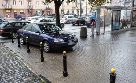Mistrzowie parkowania w akcji. Oto przykłady drogowych absurdów [GALERIA]