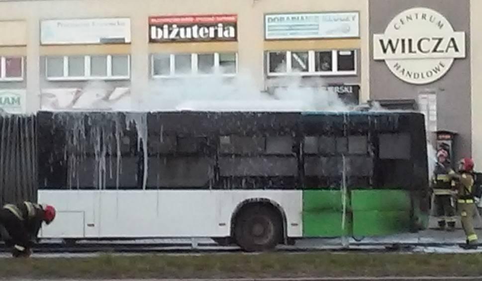 Film do artykułu: Pożar autobusu na ul. Przyjaciół Żołnierza w Szczecinie. Tworzyły się korki. Zobaczcie wideo z pożaru