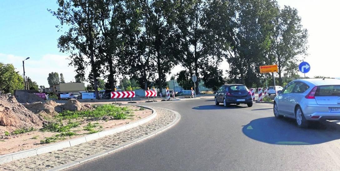 Samo rondo na drodze powiatowej 1704 w okolicy Lipnika jest już niemal gotowe. Przez jego część można jeździć. Ruch odbywa się wahadłowo. Wykonawcą wszystkich